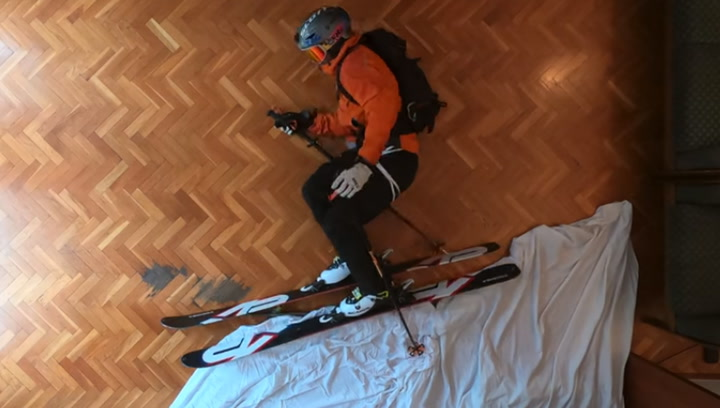 El video viral de esquí extremo en casa durante el encierro por el COVID-19