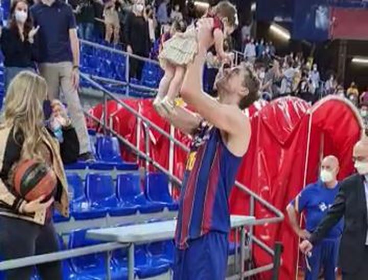 The tender images of Gasol with his daughter after winning the Endesa League