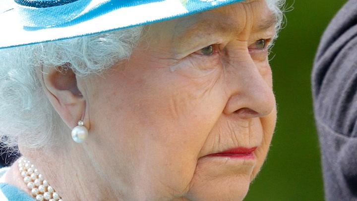 Isabel II Emocionada