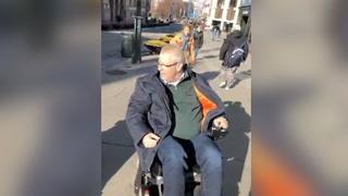 Her ruller Hoksrud inn på handikaptoalettet