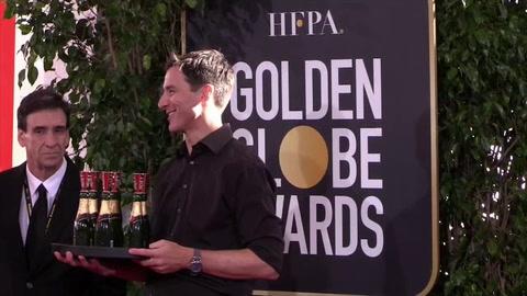 Lady Gaga brilla en la alfombra roja de unos Globos de Oro con sabor latino