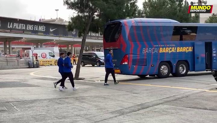 La salida del autobús del Barça rumbo al hotel