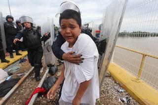 Detenido en la frontera el niño hondureño que viajaba solo en la caravana de migrantes