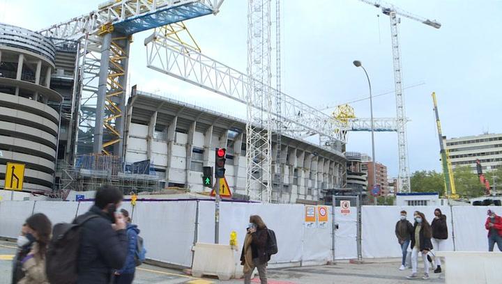 El 'Mega Bernabéu' sigue su curso y el techo retráctil coge forma