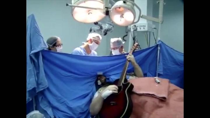 Spilte Beatles mens legene fjernet hjernesvulst