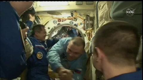 Un equipo de astronautas deja la Tierra en plena pandemia para confinarse en la ISS