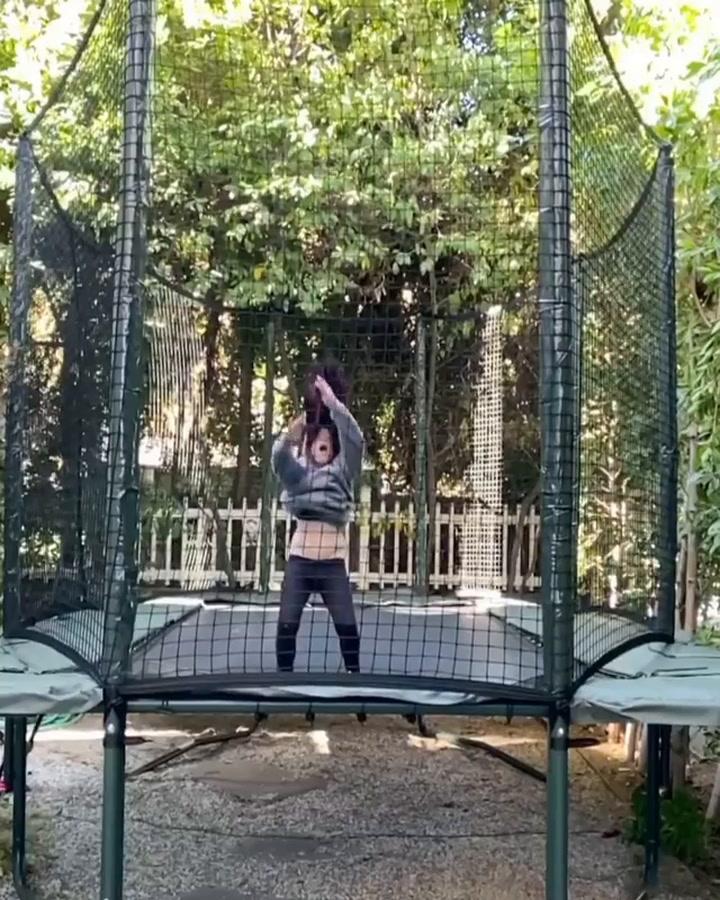 Sarah Michelle Gellar\'s daughter shows off impressive trampolining skills