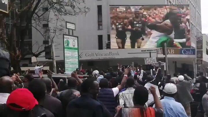 Kenia vibra con la gesta de Kipchoge