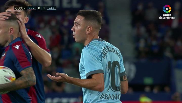 Dituro le paró a Roger un penalti por manos muy dudosas de Aspas