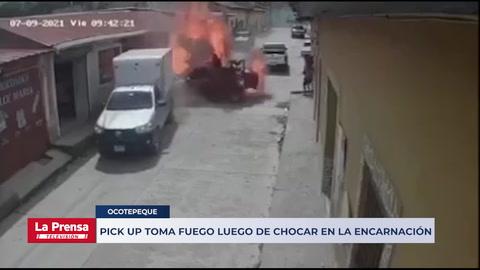 Pick up toma fuego luego de chocar en La Encarnación, Ocotepeque