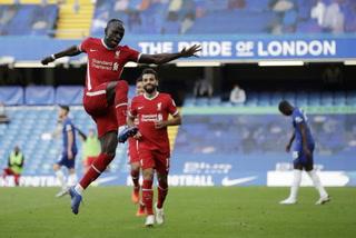 Liverpool se baja al Chelsea gracias al doblete de Mané y un errorazo del portero Kepa