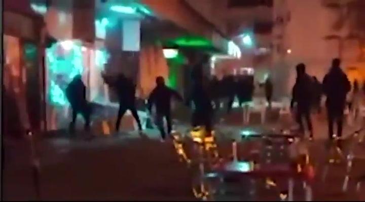 20 'Ultras Sur' atacan un bar donde se reunían aficionados del Atlético para ver el derbi