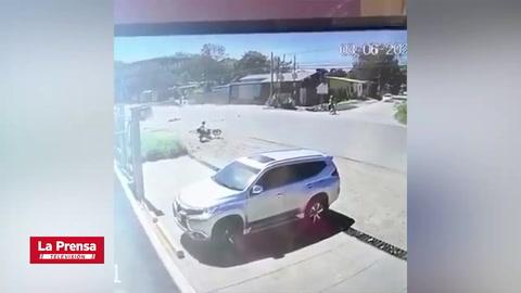 Cámara de seguridad registra fatal accidente entre motocicleta y vehículo en Danlí