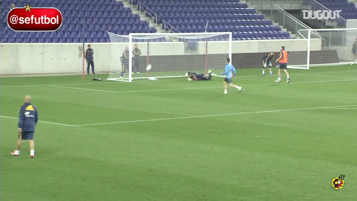 Iker Casillas' incredible reflexes in training