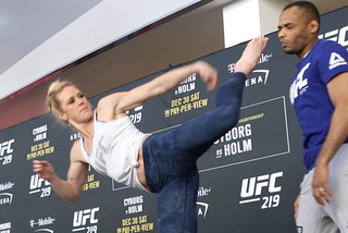 Holm explains why she feels more pressure in facing Cyborg than she did with Rousey