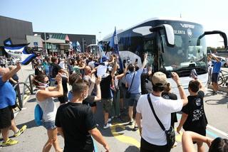 ¡Como campeones! Así recibieron al Atalanta en Bérgamo tras su gran paso por la Champions League