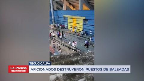 Aficionados destruyen puestos de baleadas en las afueras de Estadio Nacional