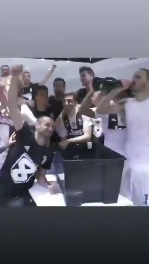 CR7 comparte en instagram la celebración del campeonato de la Juve