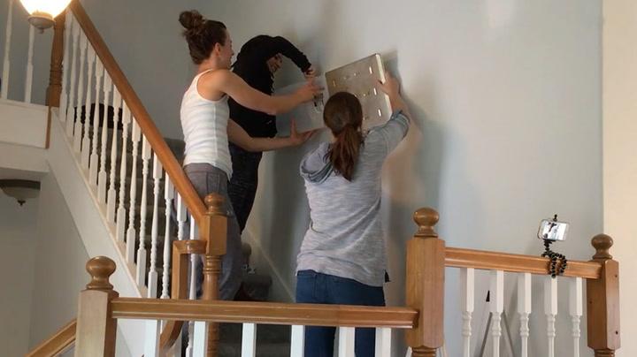 Damene tok grep da de hørte skrapelyder i veggen
