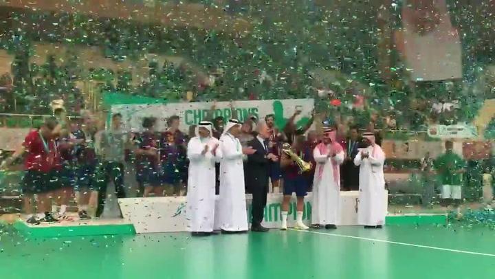 El Barça de balonmano levanta el trofeo de su 5º Mundial de Clubs