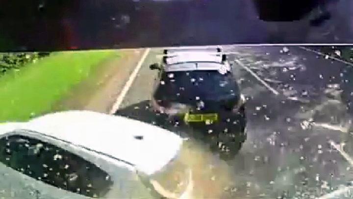 Trailersjåfør sovnet bak rattet – krasjet inn i fire biler