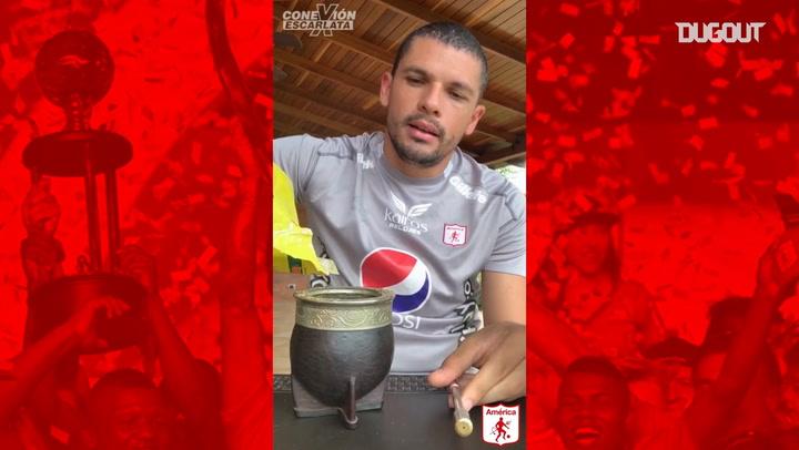 Juan Pablo Segovia enseña cómo preparar un mate