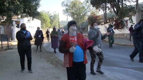Vecinos protestan contra cementerio boliviano por entierros de muertos por covid-19
