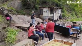 Muro a punto de aplastar familia en colonia Los Pinos