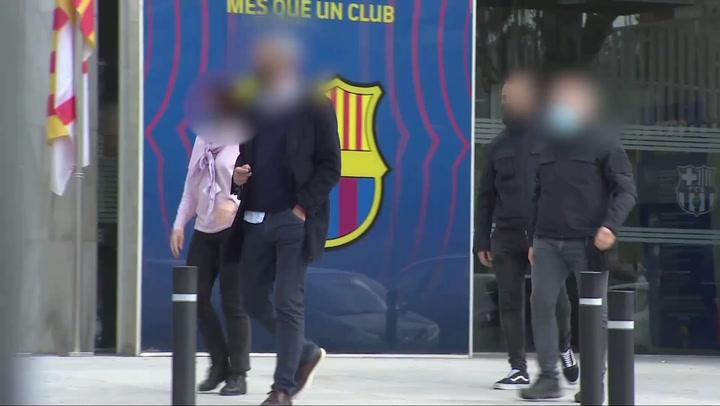Cinco registros y cuatro detenciones por el 'Barça Gate'