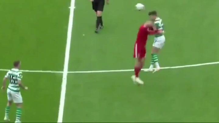 Así fue el tremendo choque entre Ryan Christie y Dominic Ball