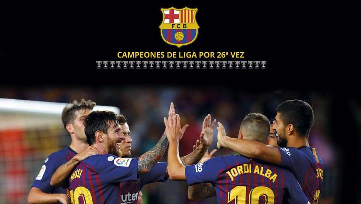 El Barça celebra el título de Liga sobre el césped del Camp Nou
