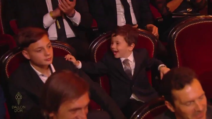 La divertida reacción de Mateo Messi cuando su padre gana el Balón de Oro