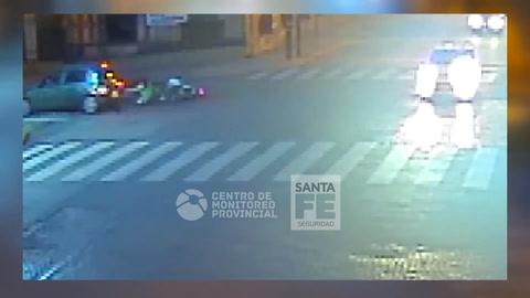 Las impactantes imágenes de reiterados choques en la esquina de Oroño y Tucumán
