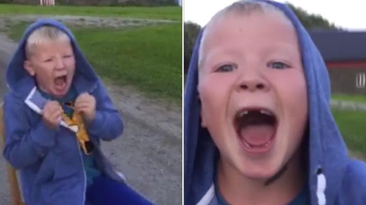 Norske Elias trakk tann: – Han fikk litt sjokk