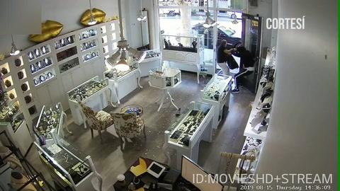 Delincuentes intentan robar una joyería y el dueño los ahuyenta en EEUU