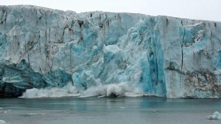 Isbre på Svalbard raser i havet