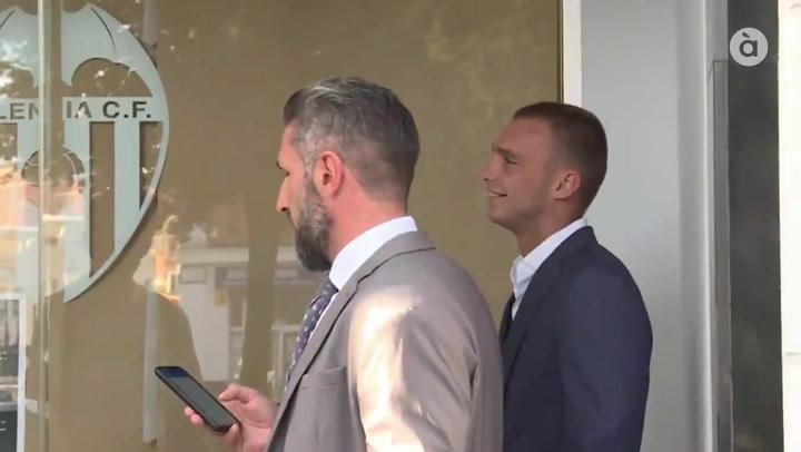 Cillessen, en las oficinas del Valencia para firmar