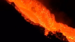 Así es el río de lava que está provocando el volcán de La Palma