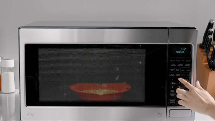 Preview image of OXO Microwave Omelet Maker video