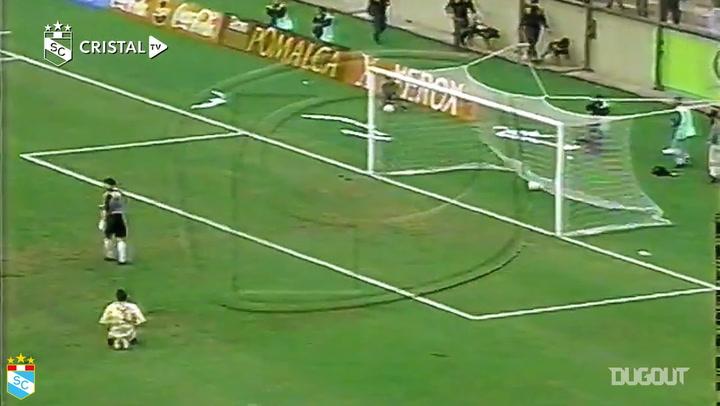 Piero Alva scores for Sporting Cristal vs Universitario