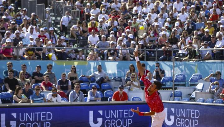 Djokovic derrota a Troicki ante más de 4.000 espectadores