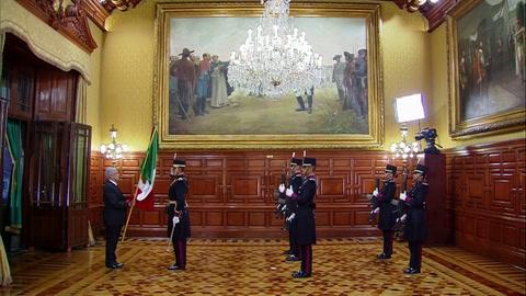 López Obrador incluye nuevas arengas en tradicional grito de independencia de México