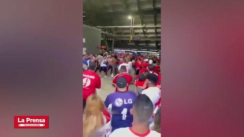 Batalla campal entre aficionados del Olimpia y América de Cali en el Red Bull Arena