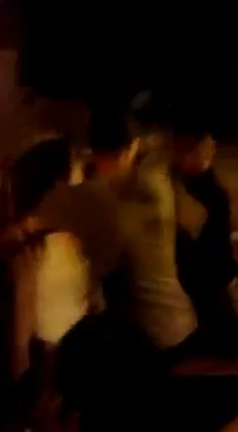 Un video muestra como Tobio agrede a una mujer en la noche rosarina