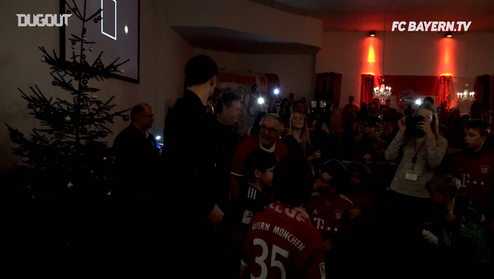 Behind The Scenes: Bayern Players Visit Fans