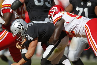 Raiders lose 28-10 to the Chiefs in Final Game on the Baseball Diamond – VIDEO