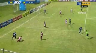 ¡Sergio Peña anota el tercero y Motagua está goleando a Vida con diez jugadores!