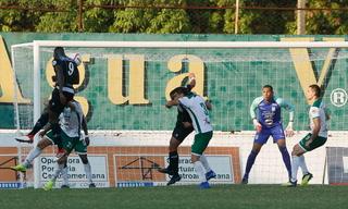 Javier Estupiñan anota el 1 - 0 de Juticalpa ante Platense