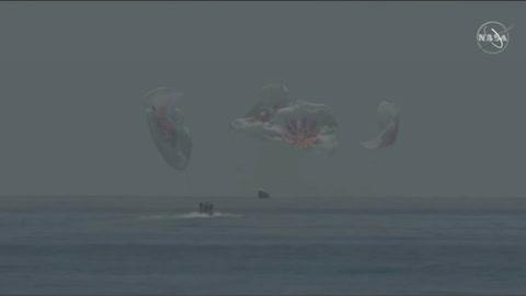 Astronautas de EEUU retornan exitosamente a la Tierra en cápsula de SpaceX