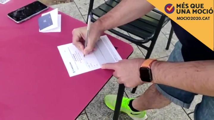 La Plataforma 'Més que una Moció' celebró así la obtención de las 20.731 firmas